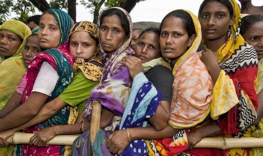 Bangladesh: la distribuzione di abiti ai poveri si trasforma in strage con 22 morti