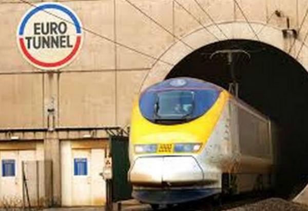Sospensioni del servizio dell'Eurotunnel tra Francia e Uk a causa dei migranti lungo la linea