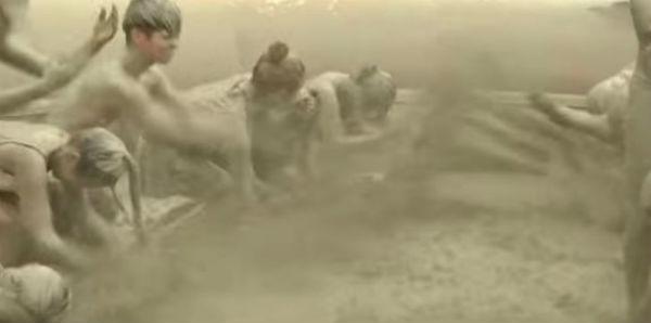 Lo strano festival del fango della Corea del sud. Milioni i partecipanti