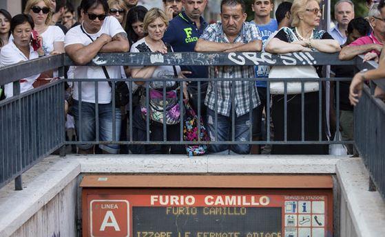 Bimbo morto nella metro a Roma. Stasera fiaccolata. Lunedì i funerali. Marino: lutto cittadino