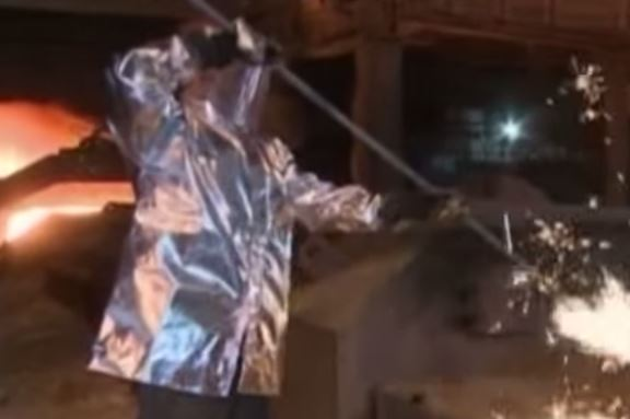 Taranto: braccio di ferro con Renzi. Giudice rimanda alla Corte Costituzionale decreto Ilva