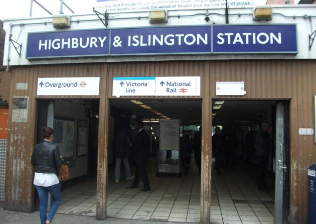 Arrestato perché ricarica il telefonino sulla metropolitana di Londra