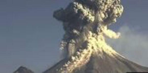 """Messico: rischio eruzione del """"Vulcano di fuoco"""". Sfollata la popolazione vicina"""