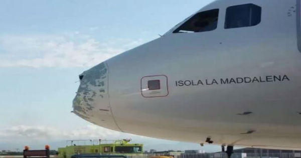 La grandine costringe all'atterraggio d'emergenza un volo Roma- Milano all'aeroporto di Napoli