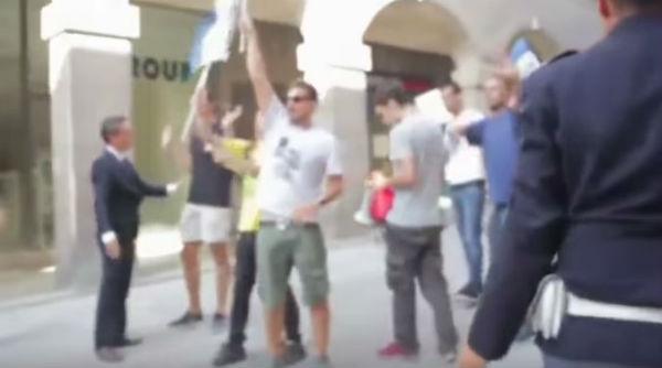 Inattesa contestazione costringe Renzi a saltare la tappa dell'Aquila. Promessa la riduzione delle tasse