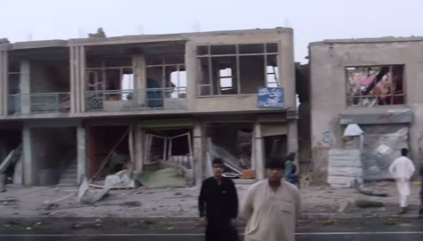 Afghanistan: doppio attentato dinamitardo sconvolge Kabul. Decine di morti. Centinaia di feriti