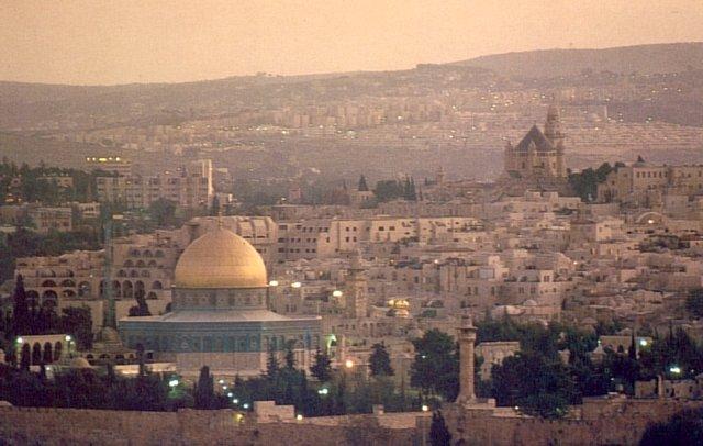 Gerusalemme: violento incendio assedia la città. Sfollate 700 persone