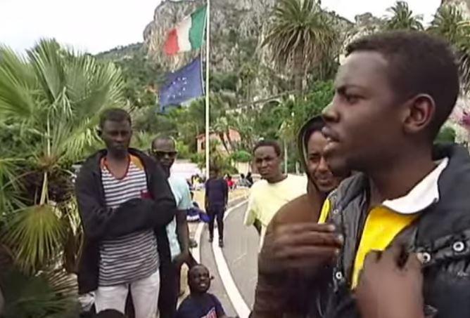 Merkel- Hollande: tirata d'orecchie per Italia e Grecia sui migranti: agiscano!