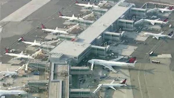 Usa: guasto tecnico mette in crisi i voli degli scali di New York e Washington. A terra gli aerei
