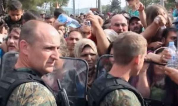 La Macedonia cede e 8.000 migranti passano verso la Serbia. Dove ora si sposterà il problema