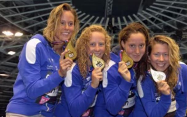 Federica Pellegrini porta all'argento la staffetta 4×200 ai Mondiali di nuoto. Nella pallanuoto, Italia non va bene