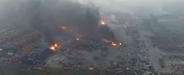 Tianjin: ancora fiamme nel porto. Mistero sulle sostanze chimiche esplose. Pericolo per 7,5 milioni di abitanti