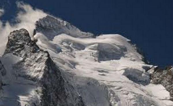 Strage di alpinisti sulle Alpi francesi: valanga travolge e uccide 7 escursionisti