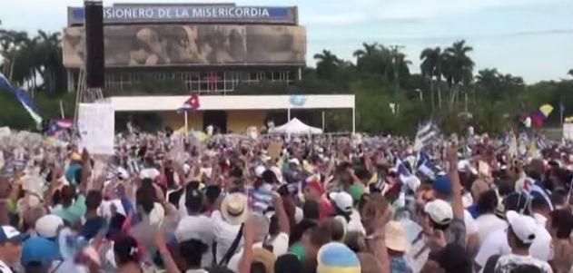 Francesco a Cuba incontra anche Fidel Castro dopo il bagno di folla: servire gli altri