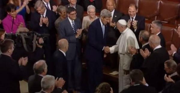 """Francesco al Congresso Usa parla dei temi """"scomodi""""; armi, pena di morte, ambiente immigrazione. Il mondo guarda a lui"""