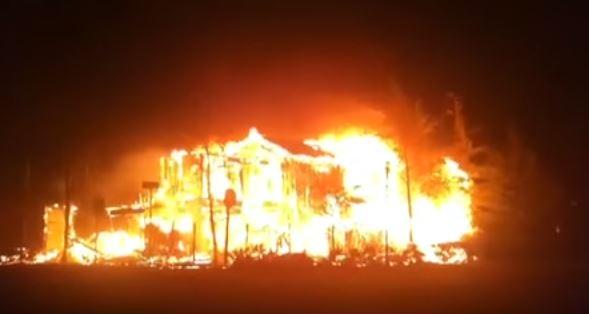 Nord California: violento incendio fa sfollare migliaia di persone. 5 mila pompieri  all'opera