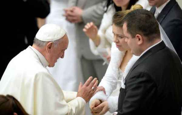 Papa Francesco: addio alla Sacra Rota. Rivoluziona lo scioglimento dei matrimoni. Più potere ai vescovi