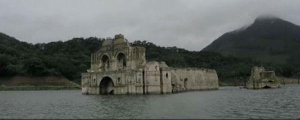 Messico: riemerge una chiesa del '600 da un fiume. Colpa della siccità