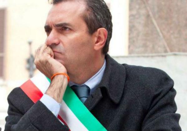 La Consulta dice si alla Severino, ma De Magistris viene assolto e resta Sindaco. Problemi per De Luca