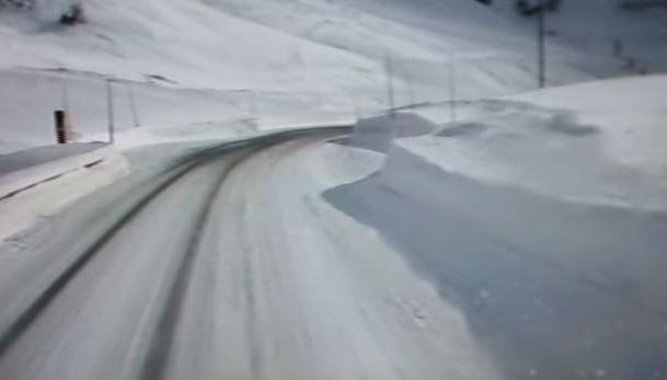 Caos maltempo tra Benevento, Napoli e Caserta. Prime nevicate. Chiuso il Sempione. Si scia a Cervinia.