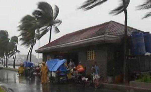 Il tifone Koppu colpisce le Filippine come previsto. Un morto. Sfollati in 15 mila