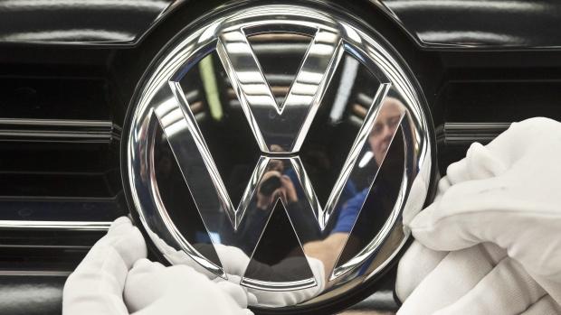 Germania: Volkswagen deve ritirare subito 2,4 mil di auto. Perquisizioni in Italia