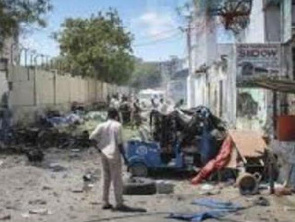 Somalia: nove morti per attentato ad hotel di Mogadiscio