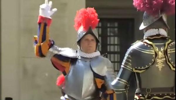 Clamoroso in Vaticano: due arresti per fuga di notizie e documenti, ma ci deve essere altro…