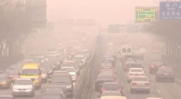 Pechino: allerta smog più grave di tutto il 2015. Chiesto alle fabbriche di ridurre la produzione