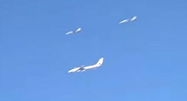 Siria: primo intervento jet Iran di scorta a bombardieri russi
