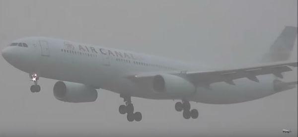 La nebbia mette in crisi Londra e dintorni. Cancellati molti voli