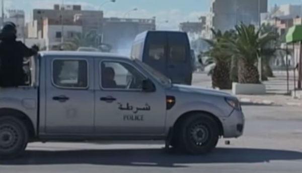 Tunisi: attentato per strada contro forze di sicurezza. 6 morti e decine di feriti