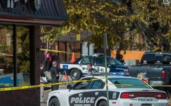 Usa: uomo uccide tre persone per strada a Colorado Springs senza motivo. Abbattuto dai poliziotti
