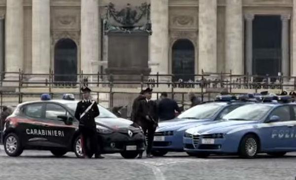Allarme bomba a Roma. Fbi: tanti obiettivi a rischio in Italia. Il Papa: no a porte blindate