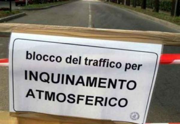 Non piove? Blocco auto a Roma e Milano
