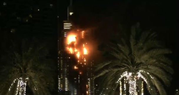 Dubai: incendio di un grattacielo. Forse colpa dei fuochi di Fine anno
