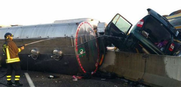 Puglia: nell'incidente del camion carico d'olio i morti sono cinque