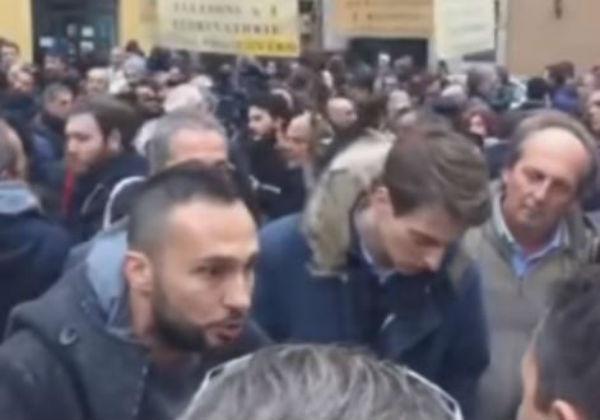 """Roma: """"ladri, ladri"""". La rabbia dei risparmiatori derubati con il """"salva banche"""""""