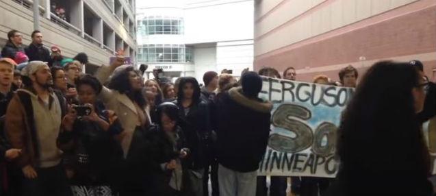 Usa: ucciso nero dalla polizia a Detroit. Proteste in tutto il paese