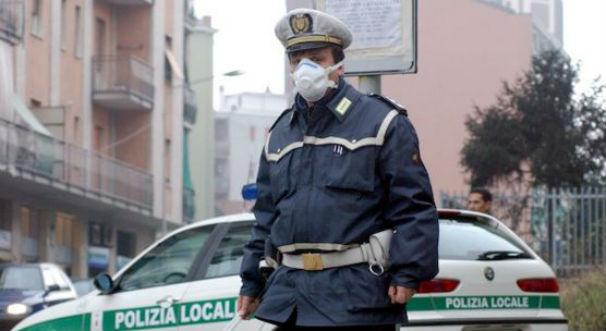 Smog e blocco auto. Roma cambia idea: solo targhe alterne. A Milano resta blocco totale