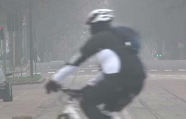 Smog e traffico: a Roma non circolano le  pari. A Milano continua il blocco totale. Critiche da Regioni e Comuni