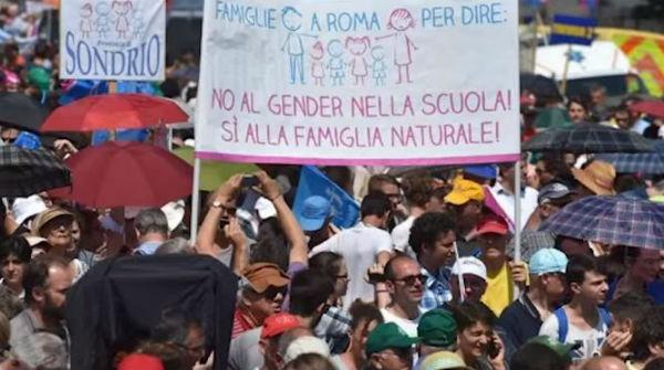 E' il family-day. Roma mobilitata. I vescovi contro l'equiparazione matrimonio- unioni civili
