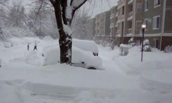 Usa: 19 morti per la neve in 20 stati. New York in tilt