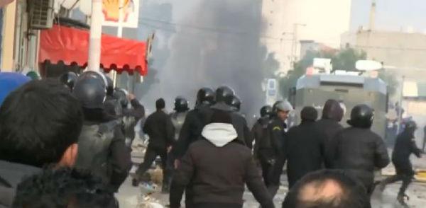 Tunisia: coprifuoco dopo le proteste in tutto il paese per la disoccupazione