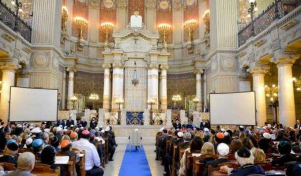 Papa Francesco va domani alla Sinagoga di Roma. Ressa mondiale di gionalisti