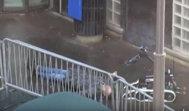 Parigi: ucciso un sospetto attentatore nell'anniversario di Charlie Hebdo