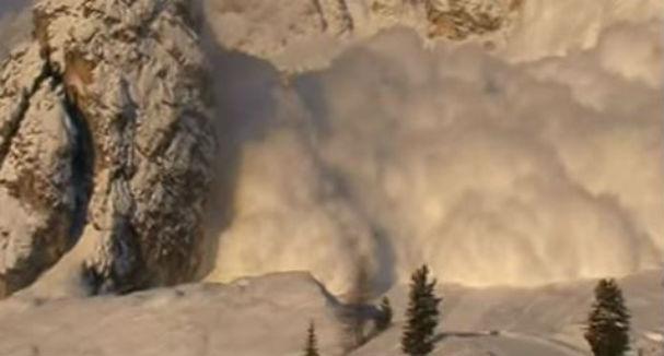Alpi francesi: valanga travolge bambini in settimana bianca. Un morto. Cinque dispersi