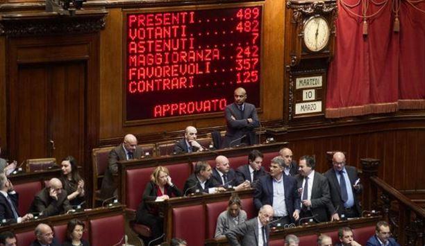 È IL TEMPO DELLE MAGGIORANZE VARIABILI- Il decadimento della politica italiano di Giorgio Merlo