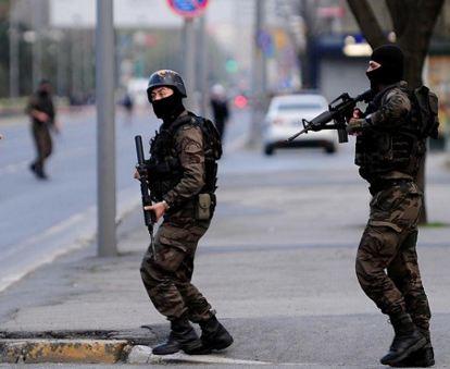 Turchia: violenta esplosione in una caserma di Ankara