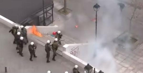 La Grecia torna in strada contro l'austerity